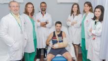 Reimplantan el brazo a un hombre que lo perdió en un accidente en Marín